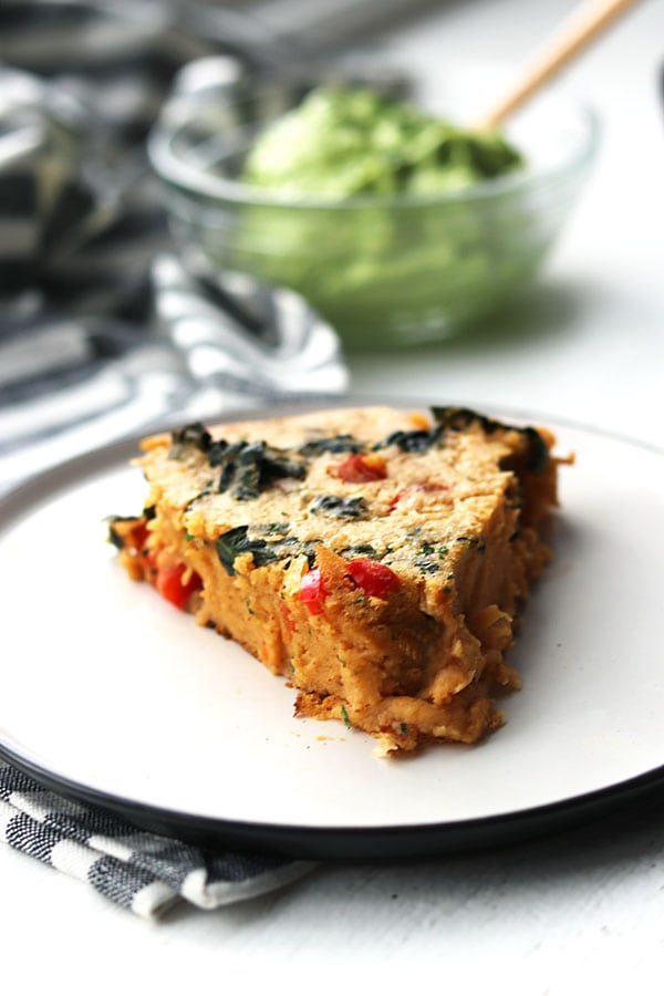 This mexican chickpea bake is vegan, gluten free and high in protein and fiber. Great for brunch, lunches or dinner! | Mealswithmaggie.com